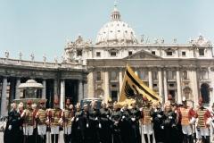 1990 Trabanten und Goldhauben reisten nach Rom