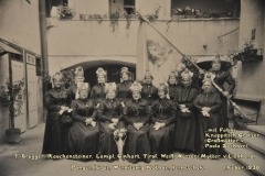 1930.02.01 Gruppe mit Fahne